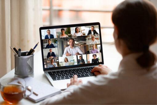 laptop videokonferenz teilnehmer